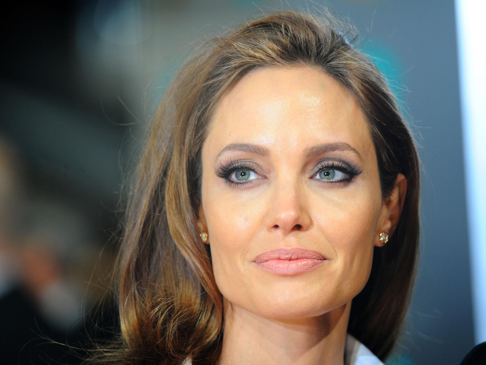 Angelina Jolie - Life #Movies Relationships #Arts Works #FrizeMedia