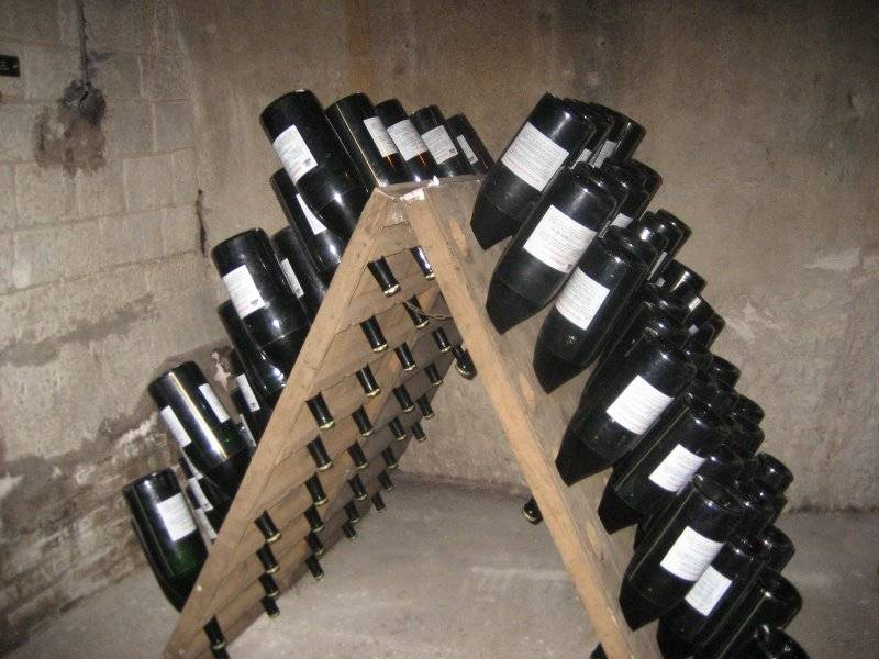 #Champagne - A Look At Riddling Racks #FrizeMedia
