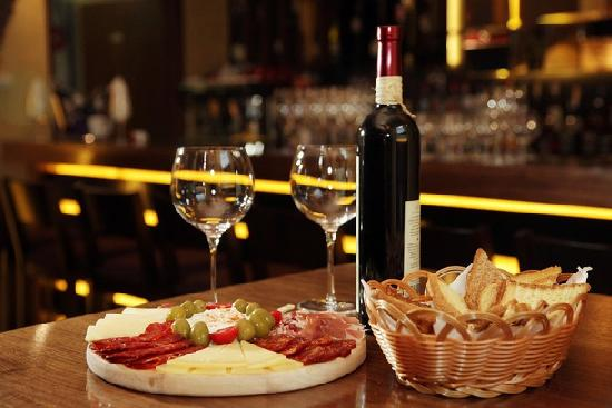 #Wine - Becoming Familiar with The Alcoholic Beverage #FrizeMedia