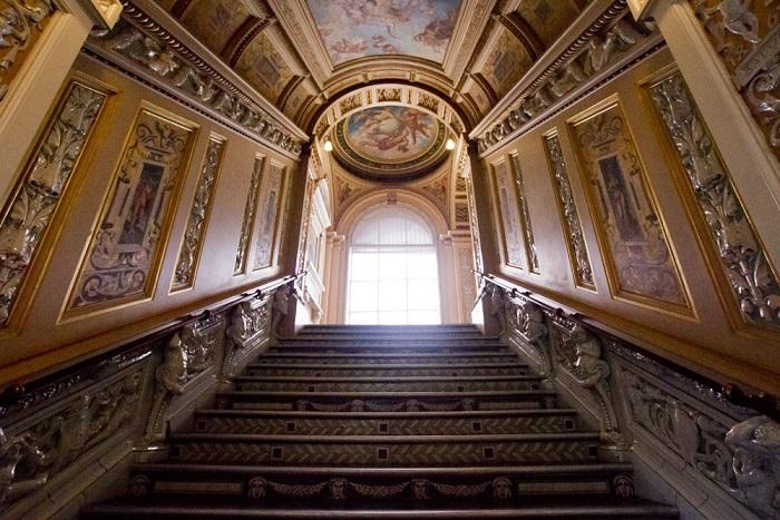 Victoria And Albert Museum London #FrizeMedia